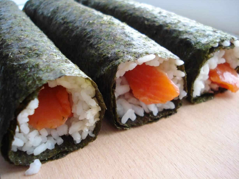 Суши из красной рыбы в домашних условиях 834